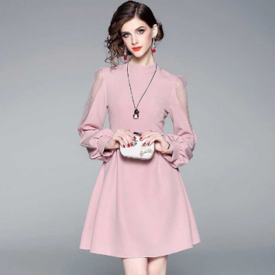 精美气质优雅粉色拼蕾丝镂空灯笼袖收腰连衣裙2018春秋款女士裙子