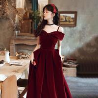酒红色敬酒服2021秋冬新款新娘气质吊带丝绒订婚连衣裙女结婚礼服