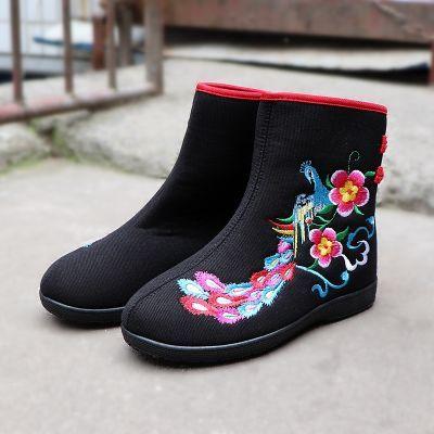 冬季绣花女短靴加绒保暖民族老北京布鞋软底扣带花朵拼色广场舞