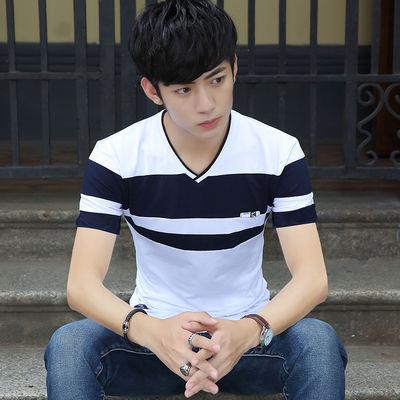新品清凉夏季2019男士短袖T恤V领韩版男装学生半袖衣服夏天条纹打