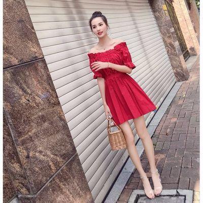 新款夏季女韩版百搭气质高腰泡泡袖修身露肩一字领红色显瘦连衣裙
