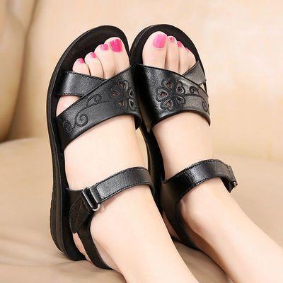 真皮妈妈凉鞋女新款夏季低跟平底防滑软底中老年鞋脚宽脚肥女凉鞋