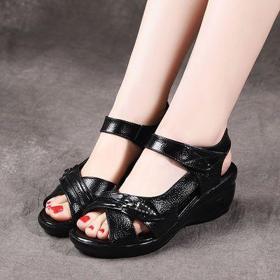 妈妈凉鞋女夏中年坡跟防滑鱼嘴鞋中跟休闲鞋老年鞋真皮中老年凉鞋