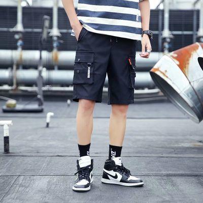 款式:工装短裤,款式细节:多口袋装饰,裤长:五分裤,工艺:水洗,适用季节:夏季,适用场景:日常,适用对象:青年(18-25周岁),弹力:无弹,版型:宽松直筒,腰型:中腰