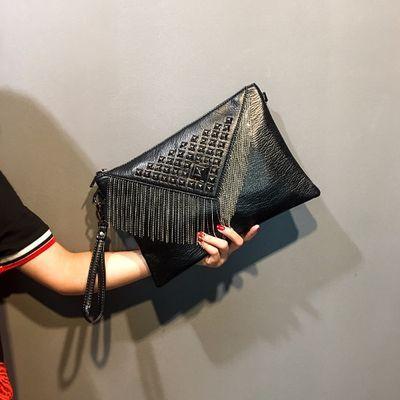 潮流新款韩版女包流苏手拿包 时尚青年手包铆钉手抓包休闲手腕包