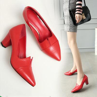 A02女鞋2019新款春季红色软皮皮鞋女中跟瓢鞋浅口粗跟尖头高跟单