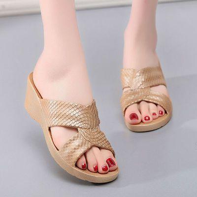 塑料镂空凉拖鞋女士室外厚底高跟坡跟一字拖鞋家居休闲沙滩鞋夏季
