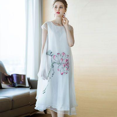 洛凡诗2020夏季新款气质圆领短袖宽松套头刺绣真丝中长款连衣裙女