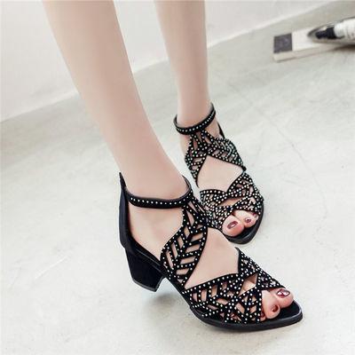 新款夏粗跟绒面罗马凉鞋女水钻镂鱼嘴鞋后拉链中跟高跟凉鞋大码鞋