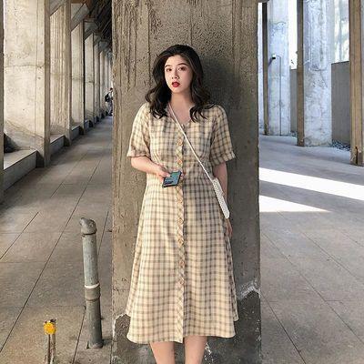 胖mm大码复古格纹连衣裙女装夏季气质单排扣V领显瘦过膝长裙子