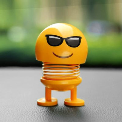 汽车摆件弹簧摇头公仔抖音网红笑脸可爱经典表情包个性车载装饰品