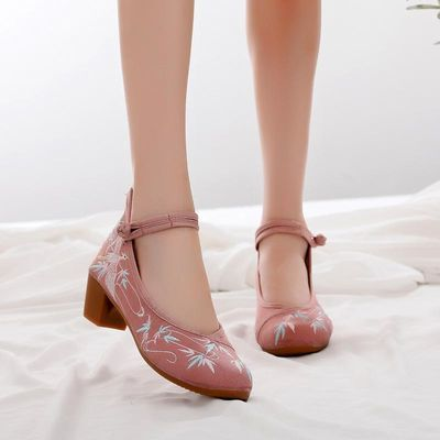 布鞋绣花鞋女复古民族风粗跟马蹄跟高跟汉服单鞋女装学生女式妈妈