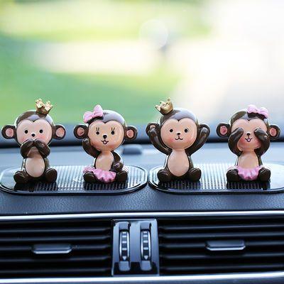 汽车摆件女情侣可爱卡通猴子网红小饰品抖音同款新款车内装饰公仔