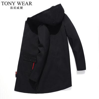 汤尼威尔TONYWEAR是台湾第一男装品牌、中国时尚男装品牌的佼佼者、亚洲时尚男装的领军品牌。风格轻松、自在、舒适、个性,挣脱正式、刻板的束缚,西装、风衣、夹克、毛衣、T恤、衬衫,推展一衣多穿,针对在专业领域有竞争力的组群,是年轻、自信、敏锐的象征。TONYWEAR诠释成功男士处世练达、专业自信的品牌理念,体现的反应敏捷、目光锐利成熟风范,追求纯真率直,自然不做作的风格。TONYWEAR的目标顾客是关心流行,又不为流行左右的知性的自信的现代男士。表达自我,强调自我,这就是TONYWEAR的风格——欧洲的简约和洒脱,扣合现代人生活方式,稳重练达、洒脱超然的工作正装;随意大方、动感富贵的生活装。