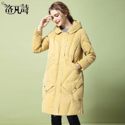 洛凡诗韩版学院风浅黄色白鸭绒保暖羽绒服长款冬装时尚连帽外套女