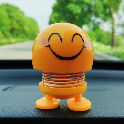抖音同款笑脸弹簧摇头弹跳公仔创意汽车载笑脸表情包摆件弹簧小人