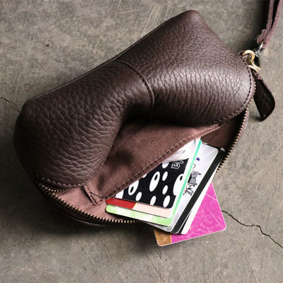 新款化妆包女真皮小手包零钱收纳包头层牛皮贝壳包手腕大屏手机包
