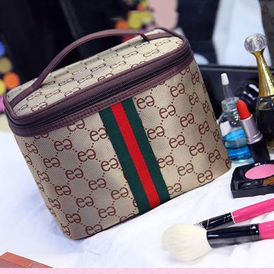 化妆包大容量女学生随身携带网红同款化妆品收纳盒手提便携洗漱包