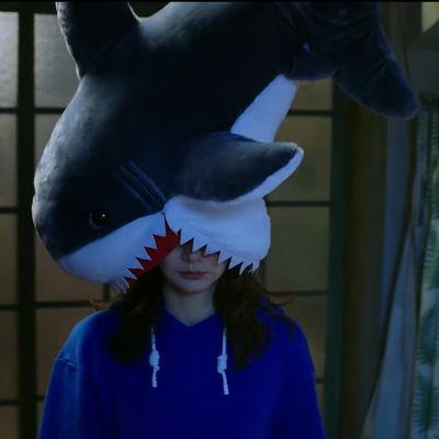 日系会电动沙雕鲨鱼抱枕帽子没有秘密的你戚薇同款鲨鱼毛绒玩具