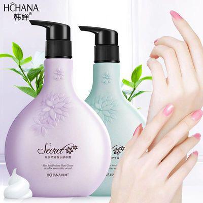植物香氛护手霜植物精华香气揉绕在双手间,散发浓郁的香气,清新而不腻,高保湿精华油滋润与修护手部肌肤,易吸收不黏腻,双手如丝缎般平滑细致。  难以抵挡的柔嫩双手,拥有出众渗透力的护手霜,深层保湿滋润,使手部更美丽洁净。提供多种套餐供大家挑选,1支装,2支装,3支装,5支装,10支装,15支装湿呵护手部,去除干燥,是秋冬季节护手必备!只需1支,足以渡过整个秋冬!