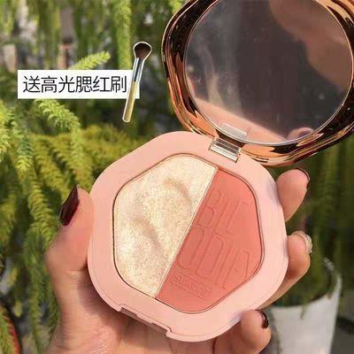 【这款腮红附带镜】 【这款腮红有3个色号盘,1号有分别是橘色、小豆粉、番茄红,2号有桃花粉、枫叶橘、暗玫瑰色】 基本所有妆容都可以搭配了。