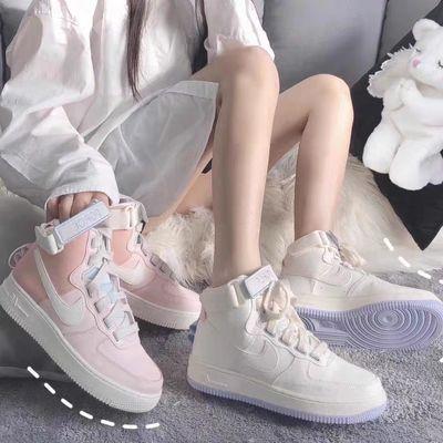 【下单注意】:此款鞋子有两个版本可以在选码数时看图。主要差别:1、【鞋带不同】 河北版本米白色的鞋带更亮一些  2、【鞋子颜色】 河北版本的米白会更白一些 。福建版本粉色和河北版本粉色 基本一致。两个版本做工材质都差不多,萝卜青菜各有所爱,建议大家根据自己感觉来选择喜欢的版本。