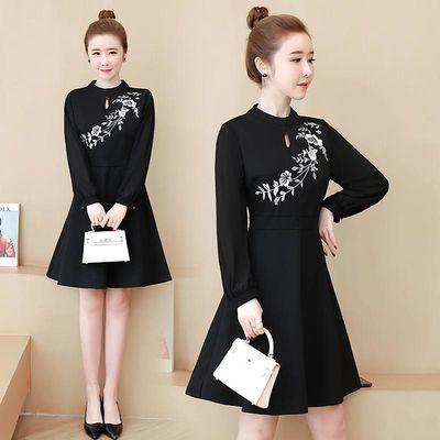 大码女装实拍2020春季新款韩版复古赫本风刺绣修身显瘦A字连衣裙