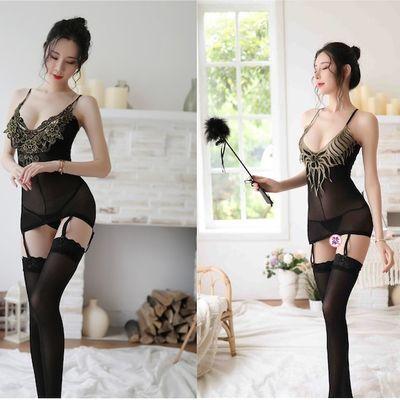 商品包含:黑色吊带+丁字裤+丝