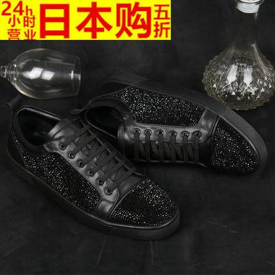 功能:矫正;闭合方式:系带;图案:纯色;风格:休闲;细分风格:日常休闲;流行素:水钻;鞋跟高:平跟(小于等于1cm);季节:春秋;鞋头款式:圆头;场合:日常;跟底款式:平跟;鞋底材质:橡胶;鞋面内里材质:羊皮;适用对象:青年(18-40周岁),中年(40-60周岁);真皮材质工艺:磨砂皮;鞋制作工艺:缝制鞋;鞋面材质:牛反绒;鞋垫材质:羊皮;款式:休闲皮鞋;