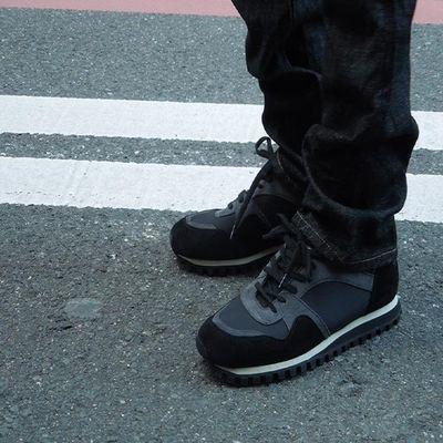 闭合方式:系带;风格:日系;鞋头款式:圆头;场合:日常;鞋底材质:TPR(牛筋);鞋面内里材质:头层牛皮;适用对象:青年(18-40周岁),中年(40-60周岁);鞋面材质:多种材质拼接;款式:运动休闲鞋;