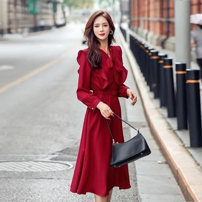 红色连衣裙长袖秋装2019年新款女配大衣长款收腰过膝v领长裙冬季