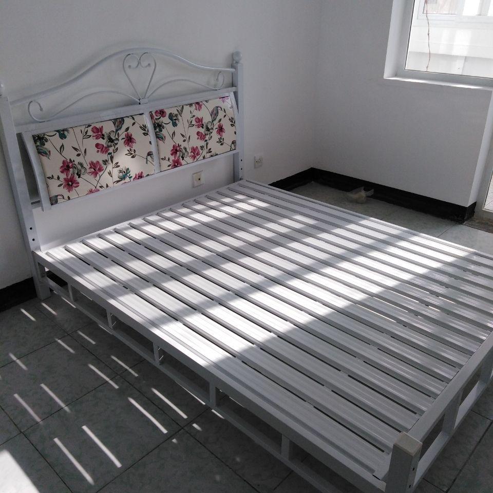 宾馆双人床