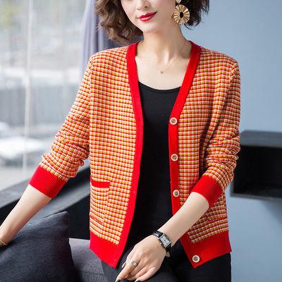 2020新款v领针织衫开衫女春装时尚格子外搭洋气毛衣短款披肩外套