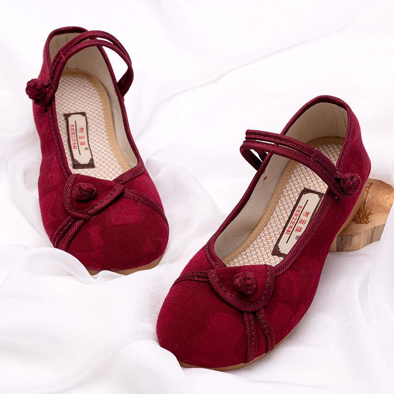 老北京布鞋女绣花鞋时尚