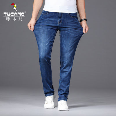 "TUCANO啄木鸟品牌于1932年创立于世界时装之都意大利,由蒙得利家族创立。1985年以香港TAKE SEVEN HOLDING LIMITED为运营主体,以""鸟型图案""、""TUCANO"" 的品牌名和""啄木鸟""的俗称,啄木鸟品牌开始进入中国,成为中国90年代时代表潮流的服装品牌。"
