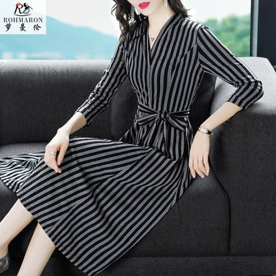 萝曼伦2020春季新款时尚条纹修身显瘦A字裙气质V领OL连衣裙女