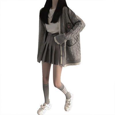 秋季套装女2020新款针织外套内搭白色长袖t恤配灰色百褶裙三件套
