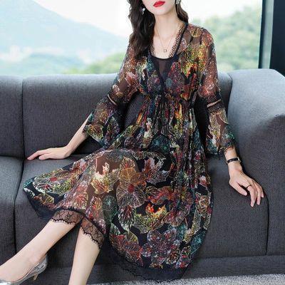 仿桑蚕丝法式复古印花裙春夏装2020款女修身气质飘逸连衣裙中长