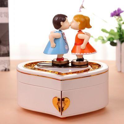 八音首饰盒桃心可爱浪漫情侣亲吻娃娃旋转音乐盒男女生情人节礼物