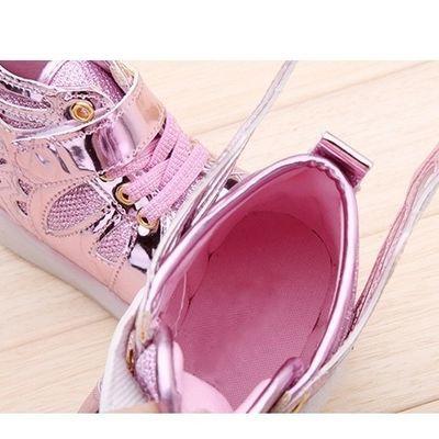 宝宝发光鞋春秋季新款儿童翅膀亮灯男童运动休闲xi女孩学生闪光鞋