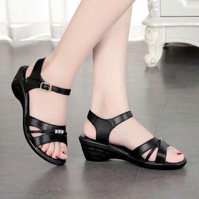 凉鞋女新款水晶鞋坡跟平底中老年防滑大码妈妈休闲按摩夏季女凉鞋