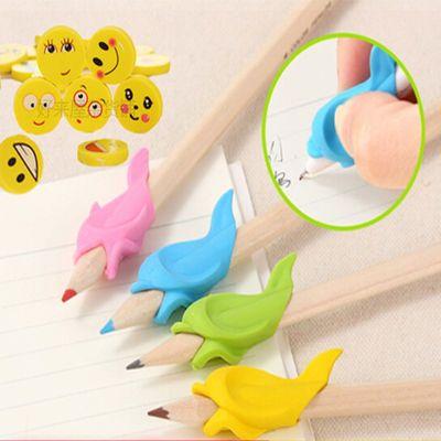 小学生儿童小鱼软握笔器幼儿写字姿势矫正器抓笔器颜色混装送橡皮