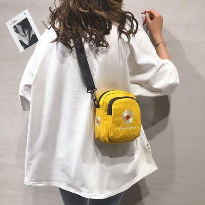 帆布小包包女2020新款韩版小雏菊刺绣小圆包休闲百搭单肩斜挎包潮