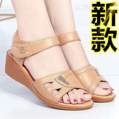妈妈凉鞋女夏中老年坡跟软底韩版大码女士防滑新款真皮女式妈妈鞋
