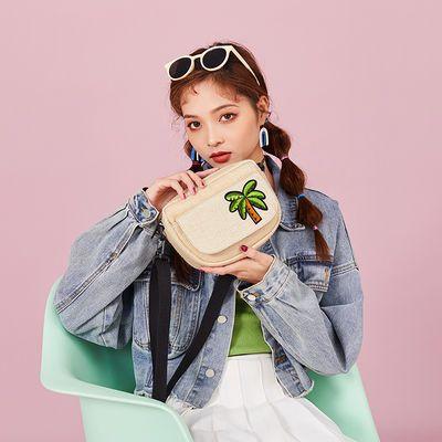 夏天小包包女2020新款时尚刺绣编织沙滩旅游包百搭草编休闲斜挎包