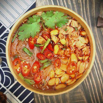 重庆正宗酸辣粉桶装嗨吃家一整箱6桶红薯粉批发110g/桶非粗粉条