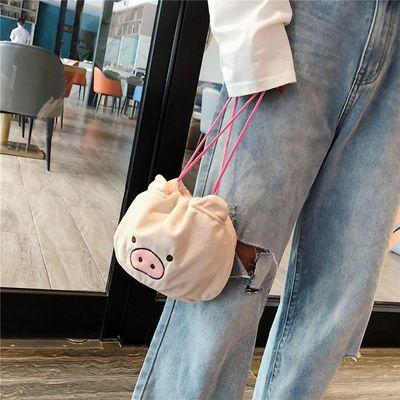 卡通毛绒猪猪抽绳化妆包少女心便携小猪束口袋物件收纳包手提包女