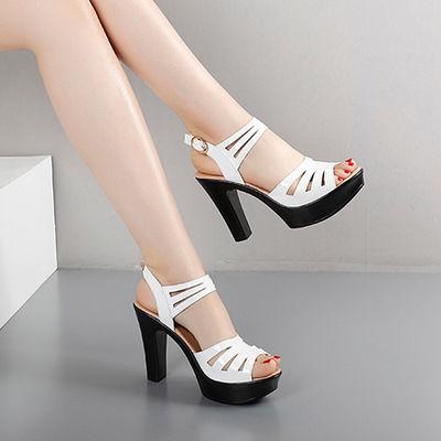 女式凉鞋新款2020爆款厚底一字带中粗跟镂空软漆皮高跟一字带女鞋