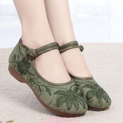 新款时尚民族风绣花鞋复古风汉服鞋透气软底防滑妈妈老北京布鞋女