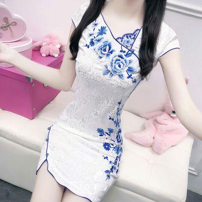 春夏新款刺绣花朵气质白色斜V领改良短款少女旗袍修身提花连衣裙